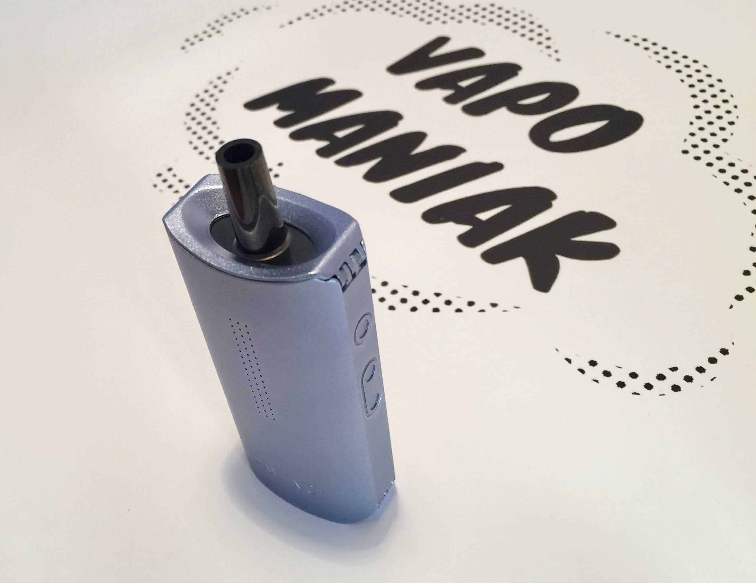 IQ z wypukłym ustnikiem/adapterem fajki wodnej.