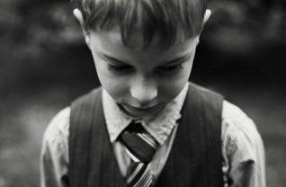 Chłopiec z krawatem
