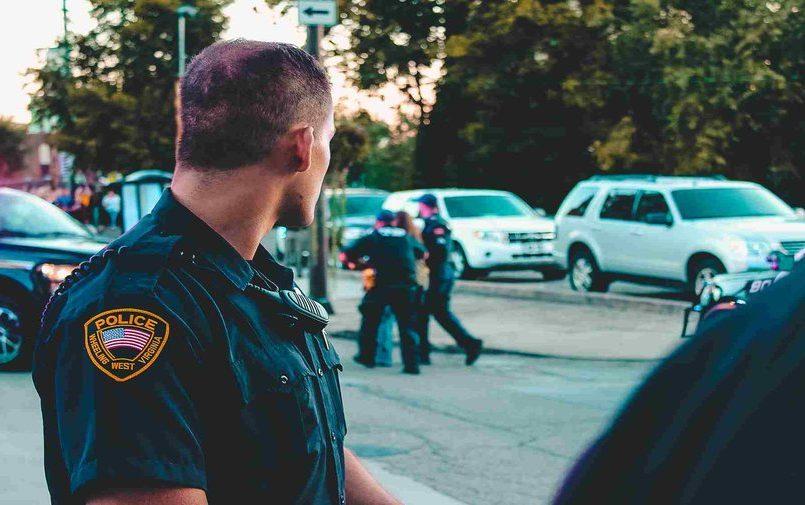 Amerykańscy policjanci na ulicy