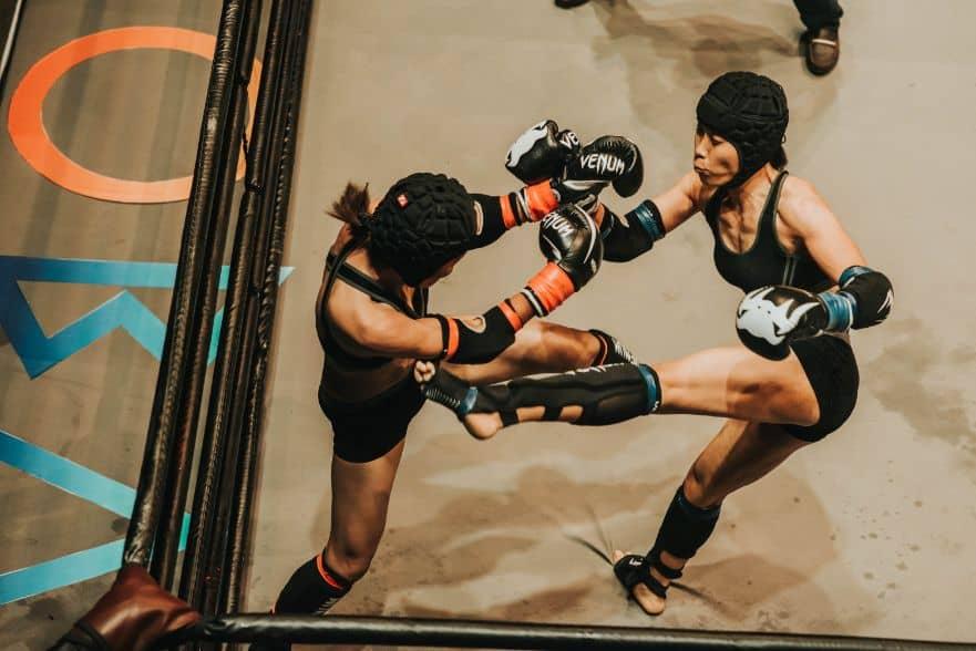 Zawodniczki MMA w trakcie walki