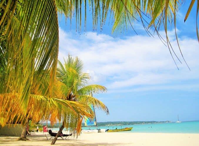 Widok na plaże na Jamajce