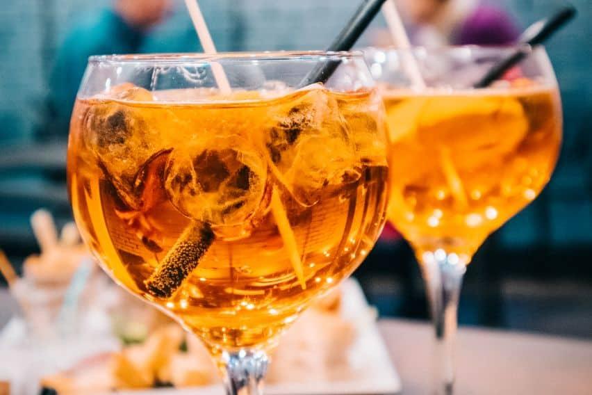 Szklanki z drinkami