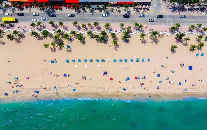 Widok z drona na plażę