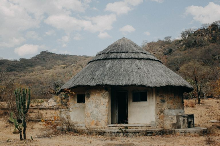 Afrykański dom pokryty słomą