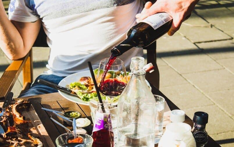 Stół z drinkami