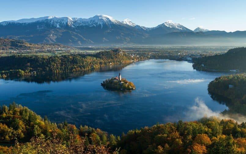 Słoweńskie góry i jezioro