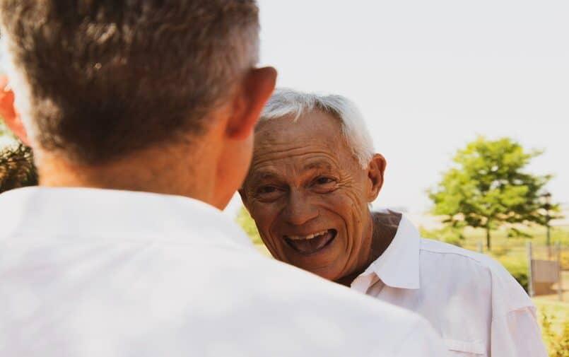 Uśmiechnięty senior