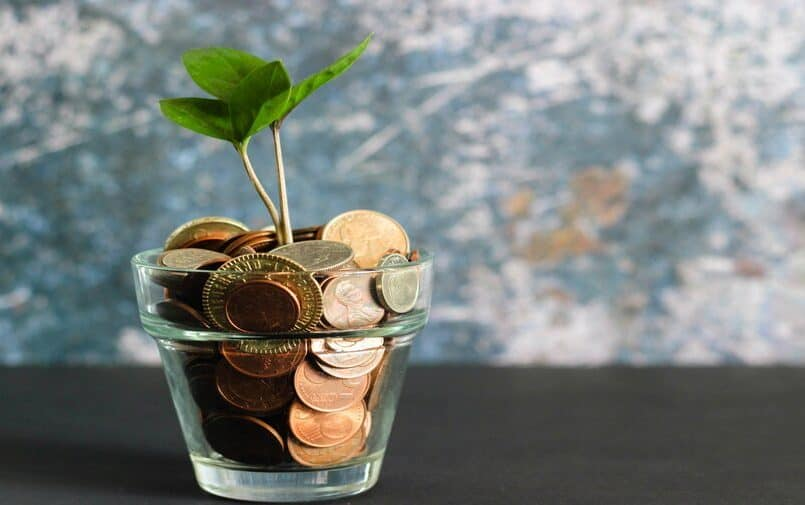Szklaka z monetami