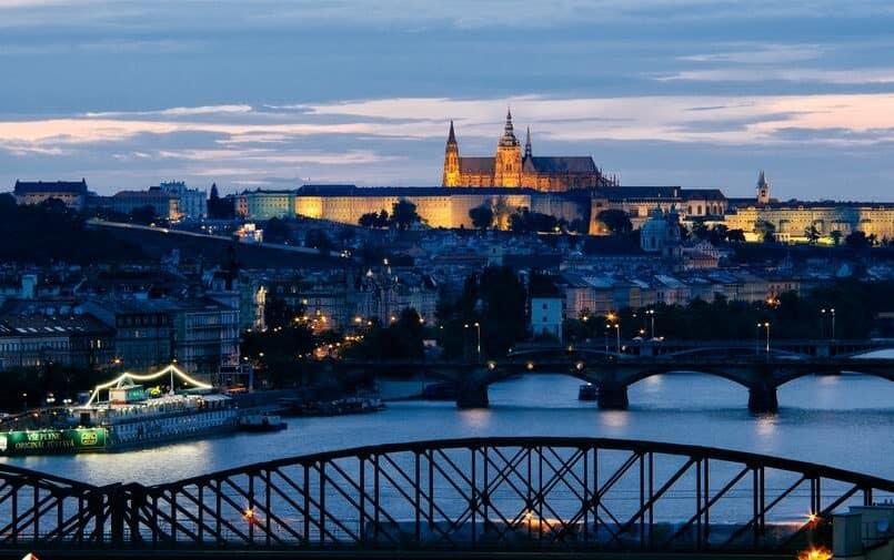 Zdjęcie nocne miasta czeskiego