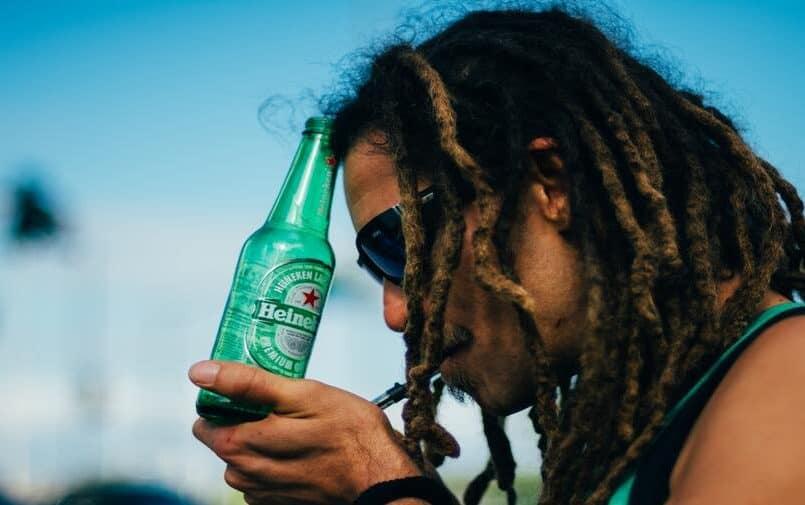 Chłopak z piwem